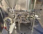 Rotacyjna maszyna napełniająco – zamykająca Hugart DS 2500 #14